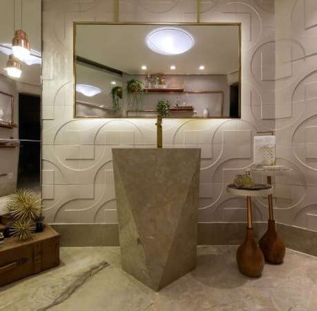 53. Lavabo sofisticado com cuba esculpida e paredes com revestimento 3D. Projeto de Lanna Gabrielly Souza Torres