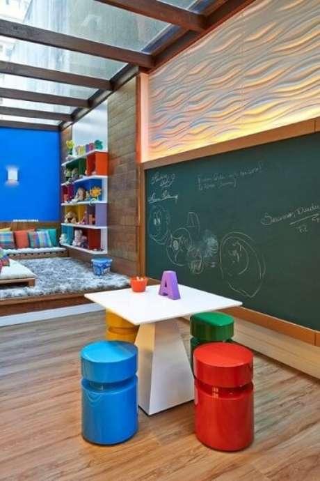 63. Playground com revestimento 3D e iluminação focada. Projeto de Casa 3