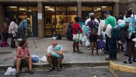 Mais de um milhão e meio de pessoas receberam ordens de evacuação na costa da Virginia, Carolina do Norte e Carolina do Sul, à medida que se aproxima o Florence
