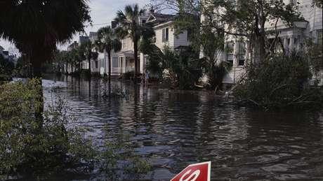 Assim ficaram as ruas de Charleston, Carolina do Sul, depois do furacão Hugo, em 1989