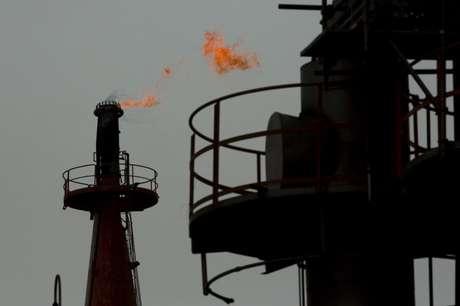 Petroquímica em Kawasaki, perto do Tóquio (Japão) 31/8/2015  REUTERS/Thomas Peter