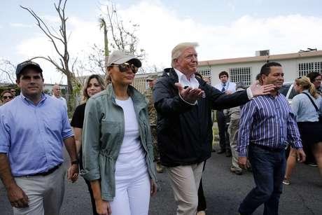 Presidente Trump percorre área danificada pelo furacão Maria em Guaynabo, Porto Rico, no ano passado 3/10/ 2017. REUTERS/Jonathan Ernst