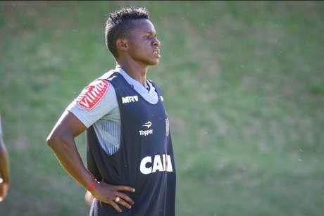 Cazares tem aliado velocidade com boa visão de jogo no meio de campo atleticano- (Foto: Bruno Cantini/Atlético-MG)