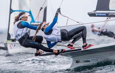 Dupla brasileira segue embalada no Mundial de Vela, disputado no Japão (Jesus Renedo/ Sailing Energy)
