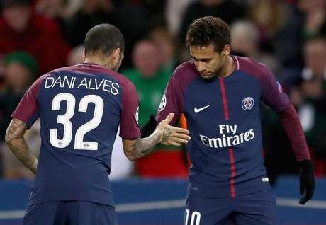 Daniel Alves afirmou que acredita que Neymar está mais 'consciente e experiente'