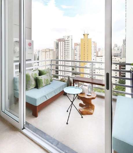 58. Decoração para varanda de apartamento com guarda corpo de alumínio – Foto: Antônio Armando de Araújo