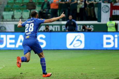 Barcos comemora o gol marcado pelo Cruzeiro