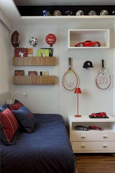 30. Prateleiras para quarto com material diferente também ajudam a incrementar a decoração.
