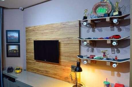 54- Prateleiras para quarto feitas com skate dão personalidade ao dormitório. Fonte: ALB Interiores