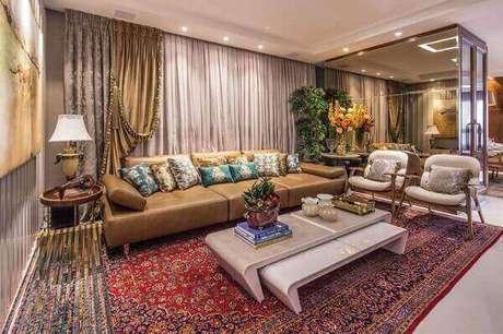 3- O tapete persa decora com requinte a decoração da sala luxuosa. Fonte: Revista Sua Casa