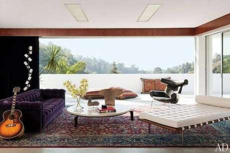 35- Os móveis contemporâneos combinam perfeitamente com os tapetes persas tradicionais. Fonte: Decoe Lovers