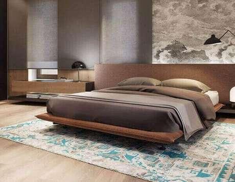 58- A cama de casal foi colocada no centro do tapete persa. Fonte: Lavadiske