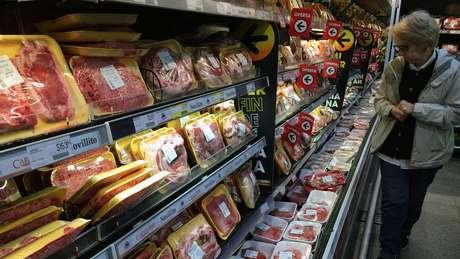Inflação tira poder de compra nos supermercados - e também de turistas