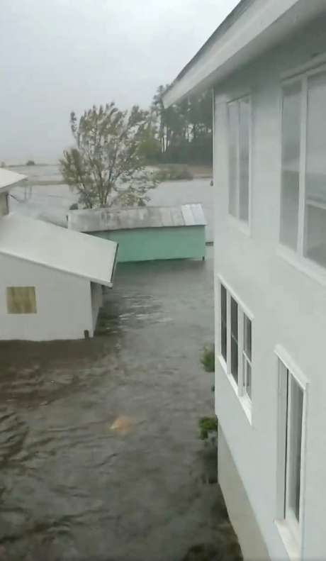 Alagamento em Belhaven, na Carolina do Norte, em imagem congelada de vídeo obtido das mídias sociais 14/09/2018 Cortesia de Ben Johnson/via Reuters