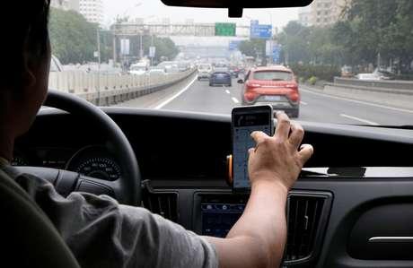 Motorista da Didi Chuxing durante serviço em Pequim, na China. 28/08/2018. REUTERS/Jason Lee.