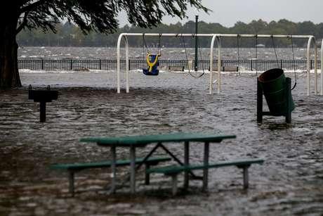 Parque inundado em consequência do furacão Florence em New Bern, na Carolina do Norte 13/09/2018