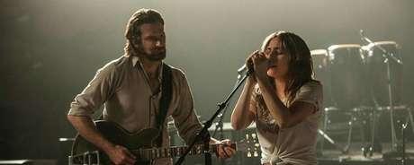 Bradley Cooper e Lady Gaga em cena de 'Nasce uma Estrela'
