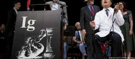 Alguns dos vencedores do prêmio Ig Nobel durante a cerimônia de premiação na Universidade de Harvard