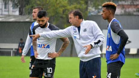 Com 12 gols, Gabriel é o artilheiro do Brasileirão e titular absoluto da equipe do Santos com Cuca