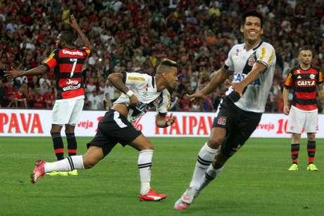 Em 2015, Vasco, vivendo situação parecida com a de hoje, eliminou Flamengo na Copa do Brasil e começou a reação contra o rebaixamento (Foto: Paulo Fernandes/Vasco.com.br)
