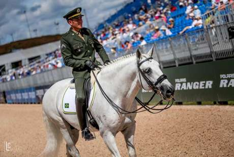 João Victor Oliva com Xiripiti: melhor resultado do Time Brasil nos Jogos (Foto: Luis Ruas)
