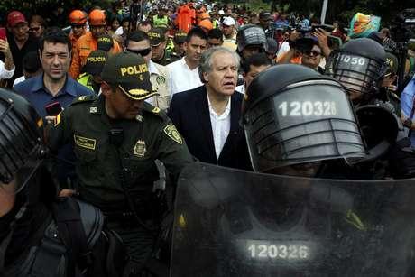 Luis Almagro visita a fronteira entre Colômbia e Venezuela