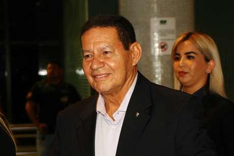General Hamilton Mourão (PRTB), no Aeroporto Internacional Eduardo Gomes em Manaus (AM), nesta sexta-feira (14)