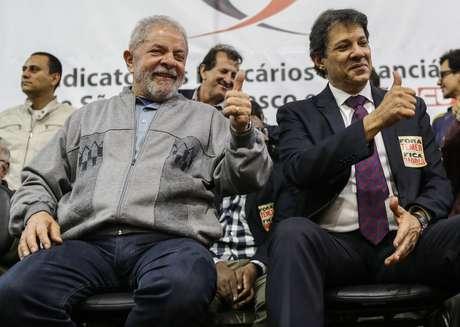 Lula e Haddad durante ato em repudio a jornada de 12 horas, no Sindicato dos Bancários, em 2016