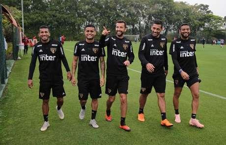 Força ofensiva do Tricolor se divide entre os cinco jogadores da imagem: Rojas, Everton, Nenê, Diego Souza e Reinaldo (Rubens Chiri/saopaulofc.net)