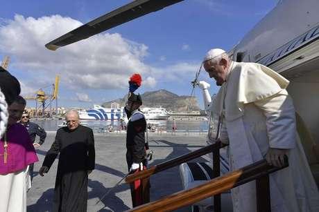 Papa Francisco chega em Palermo para visita pastoral