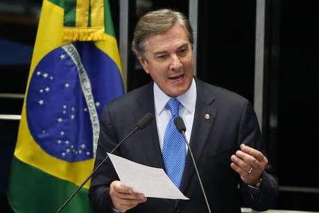O senador e ex-presidente da República, Fernando Collor de Mello (PTB-AL), discursa da tribuna do plenário do Senado, em Brasília (DF), sobre denúncias de que teria recebido, entre 2010 e 2014