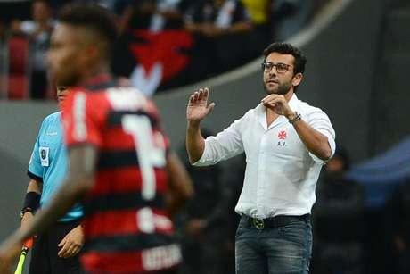 Alberto Valentim durante jogo entre Flamengo e Vasco, em Brasília