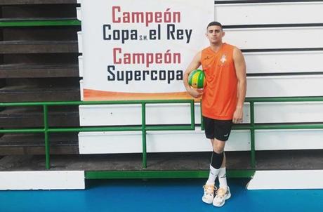 Jogador brasileiro de vôlei é encontrado morto em sua casa na Espanha 517f58d8d51aa