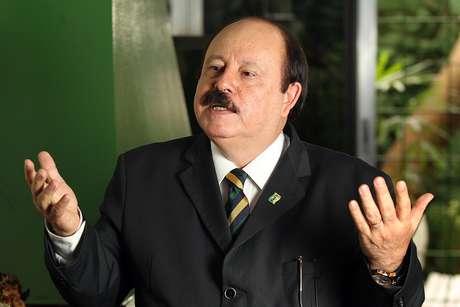 Levy Fidelix (PRTB), durante entrevista em seu escritório de campanha no bairro de Moema, zona sul da capital paulista.