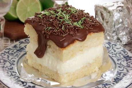 Bolo gelado de limão com chocolate
