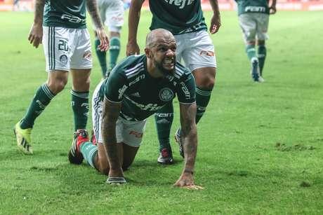 Felipe Melo comemora gol pelo Palmeiras