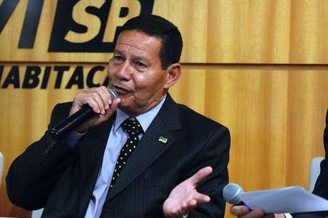 O general Hamilton Mourão, candidato à vice-presidência, afirmou que é preciso 'relevar' a fala de Jair Bolsonaro
