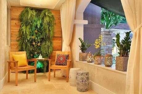 23- A samambaia na parede verde decora a varanda gourmet. Fonte: buildy