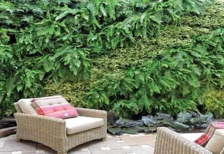 29- O jardim vertical utiliza samambaia para fazer o fechamento da parede verde. Fonte: Roofing brooklyn
