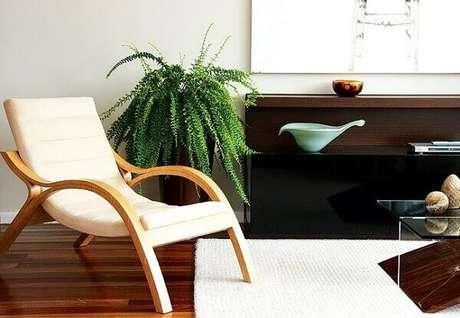9- A samambaia complementa a decoração no canto da sala. Fonte: Papo de Design