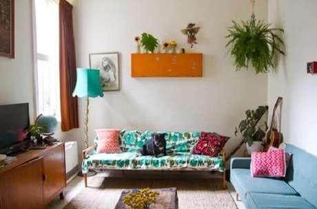 12- A samambaia pendente complementa a decoração no canto da sala. Fonte: Habitissimo