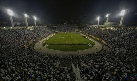 Estádio do Pacaembu lotado pela torcida do Santos