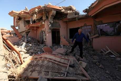 Cristão examina escombros de casa destruída por militantes do Estado Islâmico em Qaraqosh, no Iraque 12/09/2018 REUTERS/Azad Lashkari