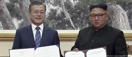 Moon e Kim exibem declaração conjunta assinada em Pyongyang