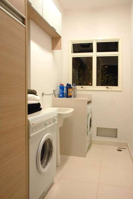 9. Decoração em tons de bege com armário multiuso para lavanderia – Foto: Marel