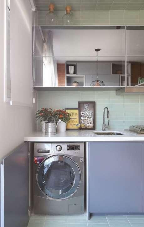 20. Modelo espelhado de armário para lavanderia pequena – Foto: Anna Maria Parisi