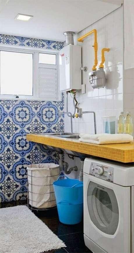 25. Decoração simples com azulejo estampado para área de serviço – Foto: Falk