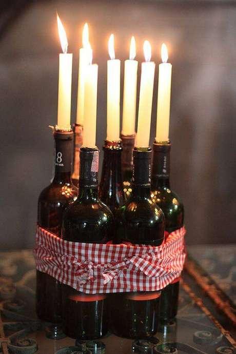 12. Se a festa acontecer a noite, velas deixam o ambiente aconchegante.