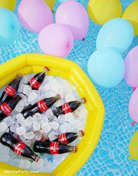 48. Se a festa for na piscina, a decoração sob a água também deve ser caprichada.