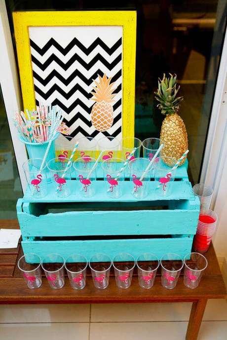 55. Faça uma área de bebidas bonita e colorida.